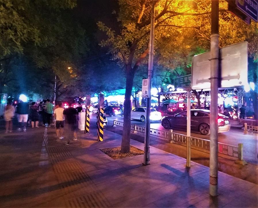 خیابان های نورانی پکن در شب